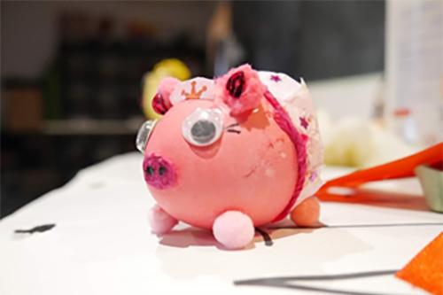 ozdoba wielkanocna z wydmuszki - różowa świnka